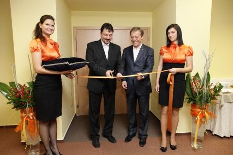 Orange prináša banskej bystrici 150 pracovných miest, premávať