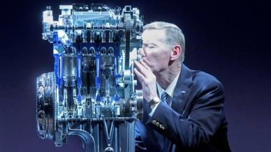EcoBoost kombinuje preplňovanie, priame vstrekovanie paliva a variabilné časovanie ventilov pri nasávaní aj výfuku, čím dosahuje výkon ako väčšie motory a spotrebu paliva ako menšie agregáty.