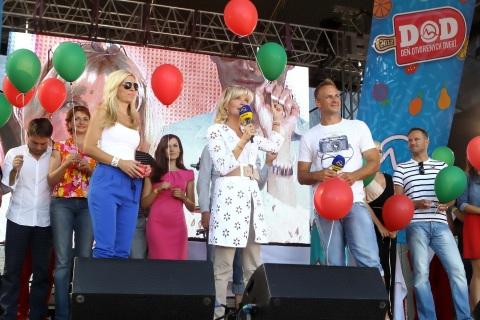 Deň otvorených dverí v TV Markíza 2012: Na pódiu Zlatica Puškárová, Zuzana Ťapáková, Patrik Švajda, Pavol Bruchala a ďalší protagonisti televízie.