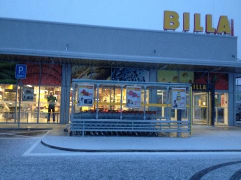 Stodvadsiatym slovenským BILLA obchodom je nový supermarket vBánovciach nad Bebravou pri autobusovej stanici.