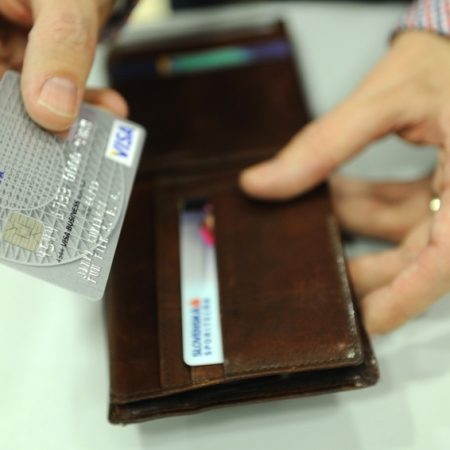 Program odmeňovania klientov za platbu kartou v Slovenskej sporiteľni už niekoľko rokov úspešne funguje aj pre držiteľov debetných kariet