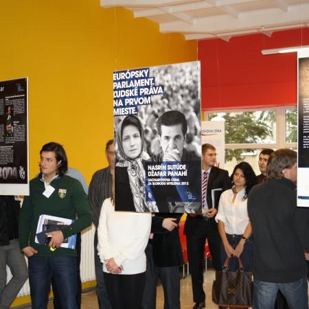 Slávnostné otvorenie výstavy sa uskutočnilo 7. decembra 2012 o12.00 hod. vo vstupných priestoroch Fakulty verejnej správy UPJŠ na Popradskej 66 vKošiciach