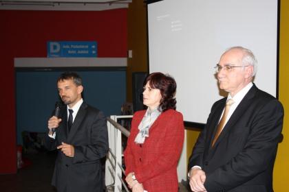 Úvodné slová predniesli slovenskí poslanci Európskeho parlamentu Monika Smolková (S&D) a Miroslav Mikolášik (EPP) a riaditeľ informačnej kancelária Robert Hajšel.