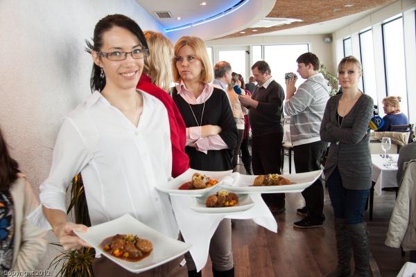 Prítomní novinári degustovali celé festivalové menu pripravené šikovnými rukami šéfkuchára reštaurácie Altitude Marka Orta.