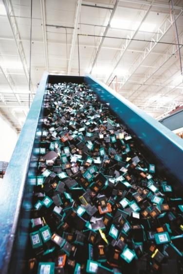 K dnešnému dňu zákazníci v rámci programu HP Planet Partners celosvetovo recyklovali už viac ako pol miliardy atramentových kaziet a tonerových kaziet LaserJet.