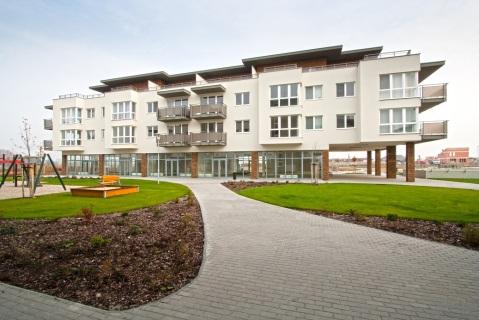 Príkladom kvalitnej novostavby je projekt Jantár Jarovce, ktorý získal prestížnu CIJ Award 2011 vkategórií Best Residential Development.