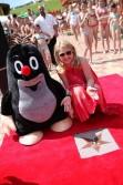 Vnučka výtvarníka Zdeňka Milera Karolína, ktorá je dedičkou práv na animovanú postavičku Krtka, odhalila hviezdu na Chodníku slávy v akvaparku Tatralandia.
