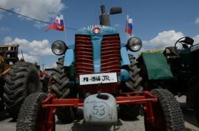 Baškovu novelu podpísal prezident, podomácky vyrobené traktory oficiálne na cesty