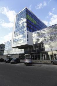 Budova BBC 1 Plus je naprojektovaná ako trvalo udržateľná stavba, ktorá prináša svojim užívateľom mnoho výhod. Administratívny projekt bol skolaudovaný v septembri 2012.