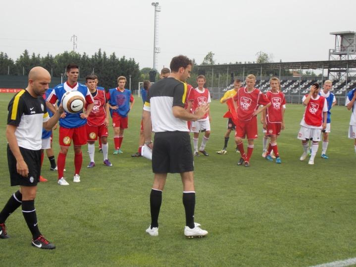 Chlapci adievčatá zvíťazných tímov navštívili Vinovo, tréningové centrum Juventusu Turín, ktoré na ploche 140 tisíc metrov štvorcových skrýva 9 futbalových ihrísk, vrátane jedného krytého.
