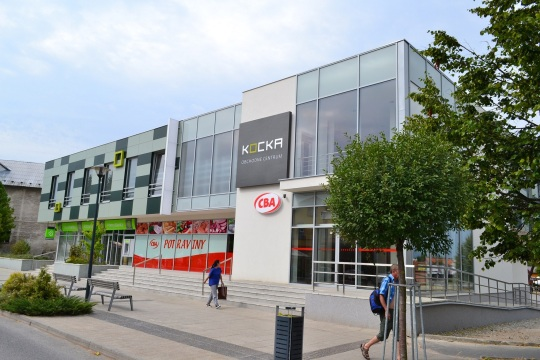 VTurčianskych Tepliciach otvorili ďalšie nákupné centrum KOCKA. Prvé vzniklo v centre Senca, druhé vo Zvolene. Do konca roka 2013 plánuje developer otvorenie štvrtého centra vo Veľkom Krtíši.