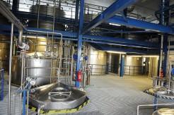 Whisky je liehovina, ktorá má dlhodobú históriu ajej príprava je alchýmiou, ktorú vo svete pozná len niekoľko skúsených odborníkov. Prvé kroky slovenskej whisky chodil do obce Hniezdne pravidelne kontrolovať majster priamo zamerického mesta Kentucky.