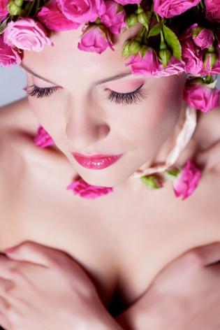 Náš tip: Po večernej sprche si natrite celé telo Rose olejom, budete sa cítiť ako po kúpeľnej procedúre.