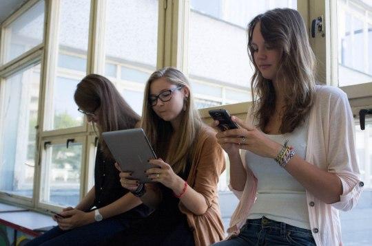 Počítače, tablety, projektory a iné technologické výdobytky 21. storočia môžu školákom pomôcť k zaujímavejšiemu získavaniu informácií.