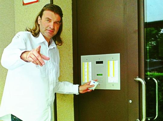 Mojsej sa už vseptembri vyberie po slovenských domácnostiach, aby urobil radosť nemalou čiastkou niekomu, kto je divákom televízie TV8.