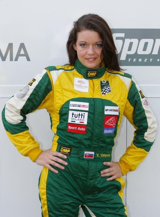 Obody FIA LOTUS LADIES CUP bude bojovať aj slovenská pretekárka Veronika Vanyová -viacnásobná majsterka Slovenska vpretekoch automobilov do vrchu.