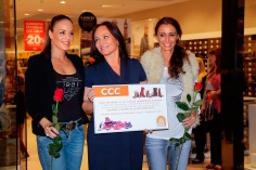 Celebrity sa na prehliadke v topánkach novej kolekcie značky CCC predstavili bez nároku na honorár a prispeli tak na dar pre opustené mamičky s deťmi z Náruče záchrany v Dúbravke a Solčanoch.