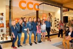 Na módnej prehliadke v Auparku sa predviedli známe tváre slovenského šoubiznisu aj víťazky veľkej letnej súťaže, ktorú CCC organizovala pre svoje zákazníčky.