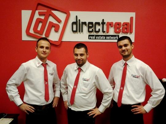 Franchisingová sieť realitných kancelárií DIRECTREAL sa za šesť rokov svojej činnosti rozrástla na sieť 32 pobočiek, sviac ako 180 maklérmi, čím sa zaradila medzi lídrov na slovenskom trhu.