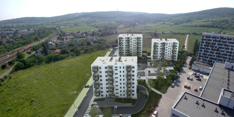 Projekt sa bude skladať z troch samostatných objektov, ktoré majú dvakrát po osem a raz sedem nadzemných podlaží.