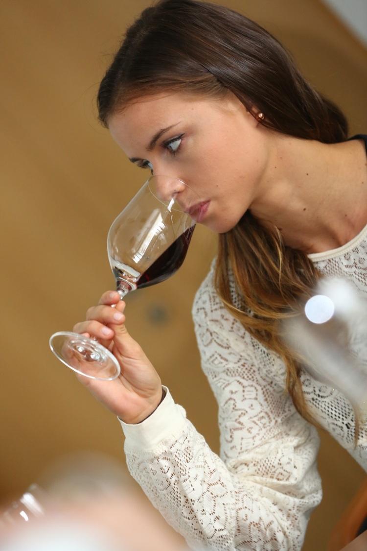 Nasleduje najpríjemnejšia časť degustácie - ochutnanie vína.