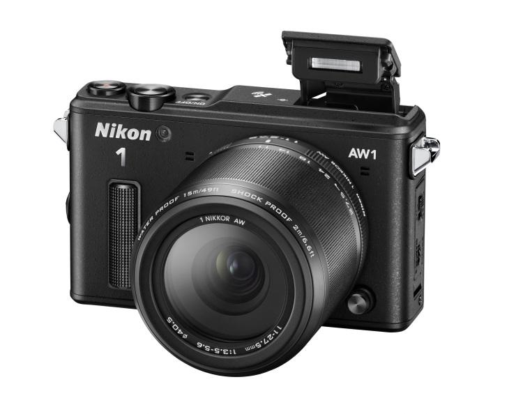 Nikon 1 AW1 je vodotesný (do hĺbky 15 m), odolný voči otrasom (pri pádoch z výšky do 2 m), odolný voči mrazom (do –10 °C) a dokonale chránený proti prachu.