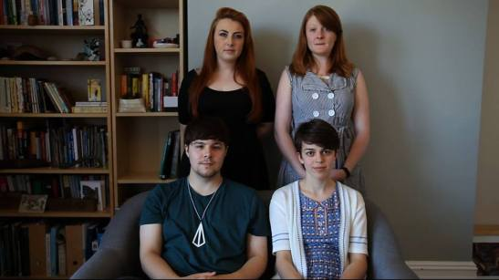 Režisérka a spoluautorka scenára Katarína Compľová (vpravo dole) a ďalší členovia štábu filmu Tiché izby (Silent Rooms).