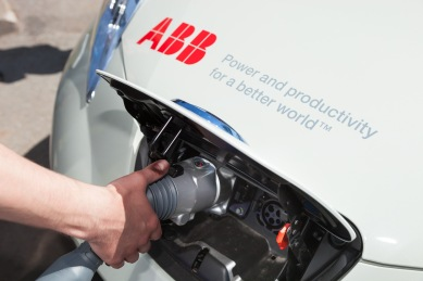 Nabíjacia stanica ABB Terra 53C využíva výkon 50 kW a používa štandard vhodný pre elektromobily značiek Volkswagen, BMW alebo Audi.