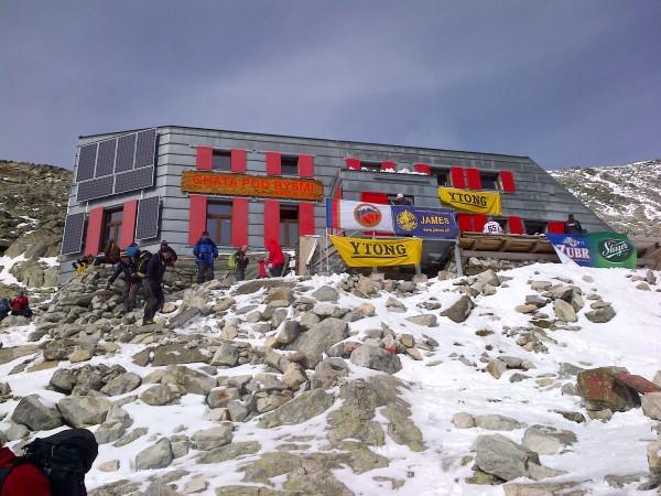 Pri stavbe sa použilo 100 paliet bieleho pórobetónu Ytong, všetky zdarma od Xella Slovensko.