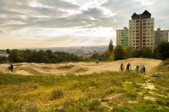 Sídlisko Dargovských hrdinov sa nachádza na kopci v severovýchodnej časti mesta Košice.