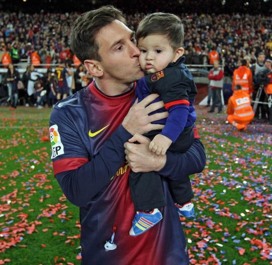 Leo Messi pozýva priateľov afanúšikov na celom svete, aby sním prostredníctvom stránky www.unicef.org/messithiago oslávili narodeniny syna Thiaga.