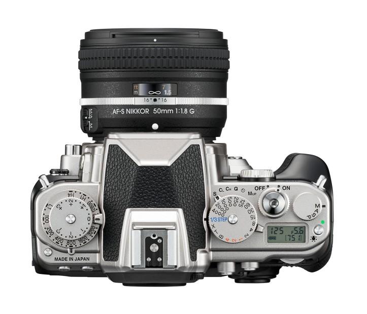 Fotoaparát je vybavený rovnakým obrazovým snímačom ako fotoaparát D4, vlajková loď spoločnosti Nikon, a ponúka dynamický rozsah bez kompromisov a fenomenálnu citlivosť na svetlo.