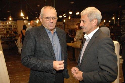 V bratislavskej kaviarni Urban Space na Námestí SNP sa na krste zúčastnili aj Mikuláš Dzurinda či Milan Kňažko.