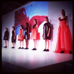 Prelomovú stratégiu inovácie voblasti látok amódy pre svoje značky výrobkov starostlivosti o bielizeň Ariel aLenor exkluzívne odhalila spoločnosť P&G na inauguračnom podujatí P&G Látky budúcnosti v Miláne.