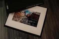 Princípom konceptu sú limitované edície. Vystavené fotografie sú dostupné v obmedzenom počte len 100, 200 alebo 500 kusov na celom svete s osvedčením o pravosti.