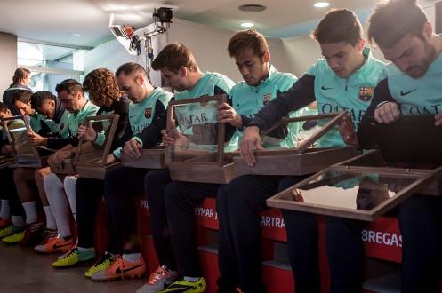 Logo partnera je na dresoch zobrazené vôbec prvýkrát v histórii klubu. Nové dresy boli po prvýkrát verejne predstavené v tréningových priestoroch klubu prezidentom FC Barcelona, pánom Sandro Rosellom a hráčmi klubu Gerardom Pique a Carlesom Puyolom. Hráči dres oblečú po prvýkrát v ligovom zápase proti tímu Villareal, ktorý sa odohrá 14. decembra.