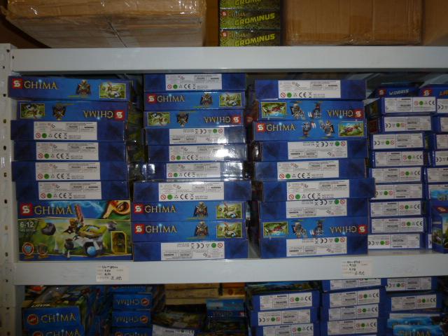 Zobehu stiahli colníci vyše 1500 hračiek soznačením Lego aStar Wars.