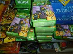 V hračkárstve zaistili colníci 529 kusov hračiek NINJA, 953 kusov hračiek GHIMA a 29 kusov hračiek STAR WARS III.