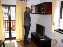 Kontrolór kvality tatranských hotelov Martin Záhradník v akcii. Maximálny počet tri hviezdy nezískalo žiadne zariadenie, dvoma hviezdami ocenili tri 4* hotely v Demänovskej doline.