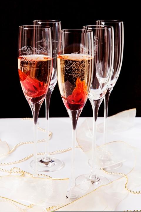 """Šampanské je označenie pre sekt, ktorý pochádza len zoblasti """"Champagne"""" na severe Francúzska. Šumivé vína pochádzajúce z iných oblastí sa označujú ako sekt."""