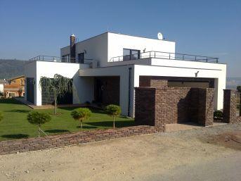 Rodinný dom - Hainburg. Najväčší slovenský výrobca týchto stavieb ForDom stavia domy na kľúč za reálne ceny od 100000 až 150000 Eur, vzávislosti od kvality, rozsahu avybavenia objednaného domu ato už za obdobie 3 až 4 mesiacov.