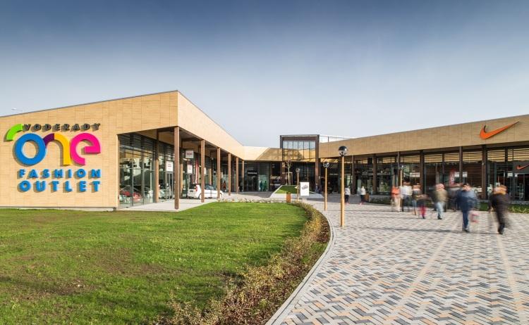Jediné slovenské outletové centrum ONE Fashion Outlet získalo prestížne ocenenie Best Shopping Centre Development.