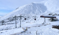 Horské stredisko Tatranská Lomnica otvára vsobotu 25. januára 2014 stredný úsek náročných červených zjazdoviek zo Skalnatého plesa.