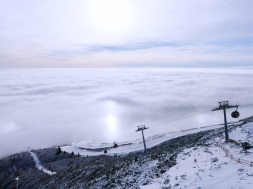 Prvýkrát si lyžiari v Tatranskej Lomnici vyskúšajú novú obnovenú červenú zjazdovku Esíčka z nadmorskej výšky 1 751 m.n.m.