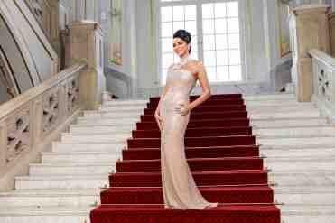 Sisa Lelkes-Sklovská reprezentuje spevácku divu v luxusných priestoroch Reduty.
