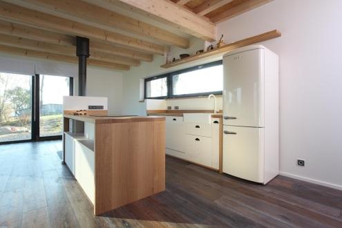 Futura Freestyle je dom s dispozíciou 3 izby a kuchynský kút, s úžitkovou plochou 76,5 m2. Vďaka platforme nadzemného podlažia však možno jeho rozlohu rozšíriť až na 4 izby s kuchynským kútom o výmere 108m2.