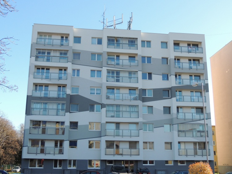 BRATISLAVSKÝ VÝŠKOVÝ SERVIS zrealizoval v Bratislave zdvojené zateplenie bytového domu certifikovaným zatepľovacím systémom a zároveň ako jediná má na tento systém vydanú licenciu od TSÚS