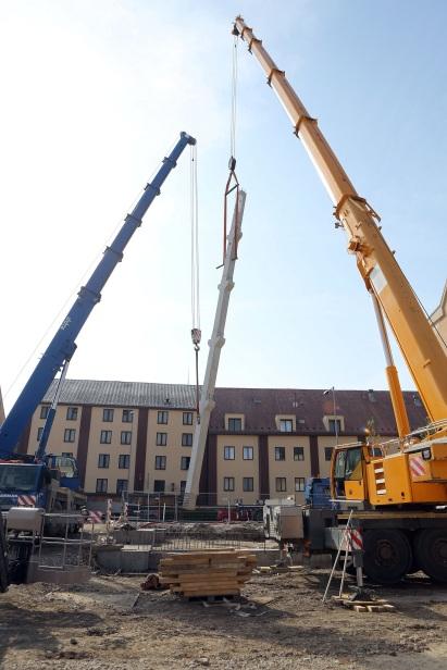 Prvý stĺp nového trnavského futbalového štadióna už stojí.