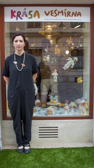 Renáta Ormandíková: Náušnice, náhrdelníky, štrikované a háčkované čiapky, zvieratká a postavičky či bábiky môžete nájsť na Panskej ulici 18.