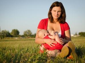 Dojčenie matka mlieko dieťa